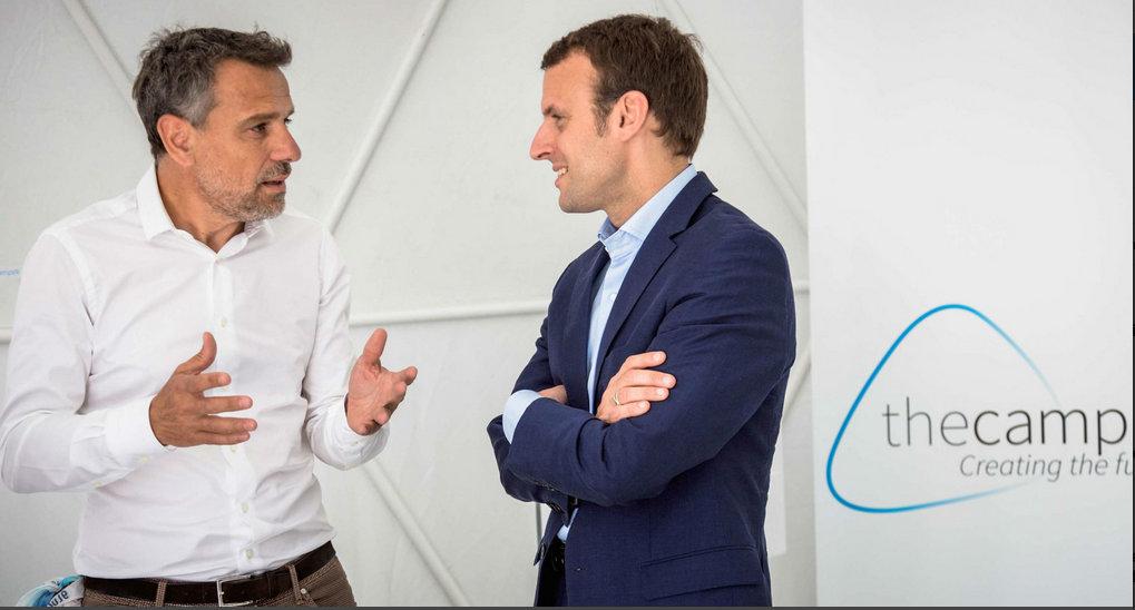 Frédéric Chevalier, l'inventeur de The Camp, avec Emmanuel Macron, en juillet 2016.